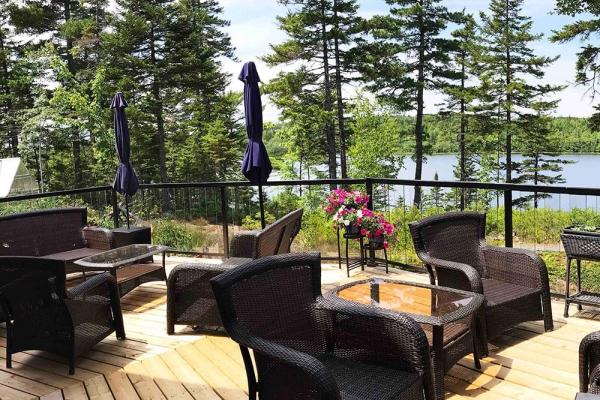 beautiful-black-railing-on-deck
