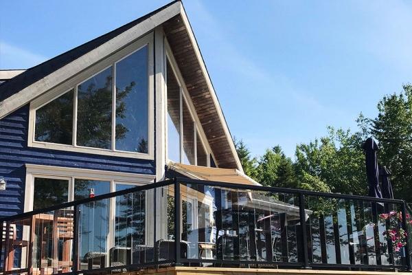 beautiful-glass-panels-in-railing