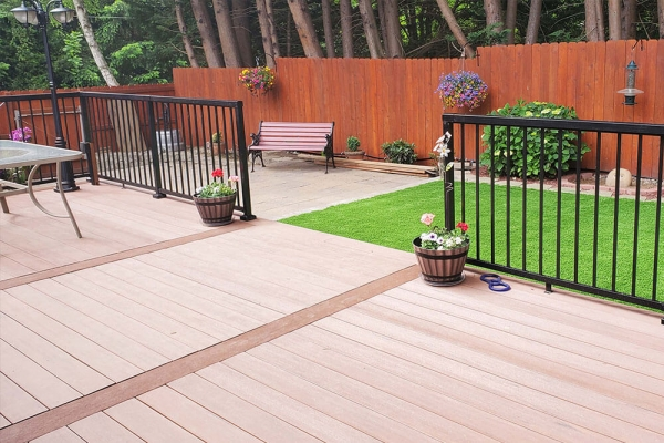 black-aluminum-railing-in-backyard