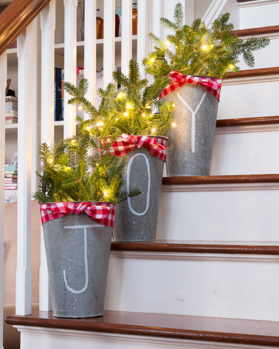 galvanized-buckets-as-christmas-decorations