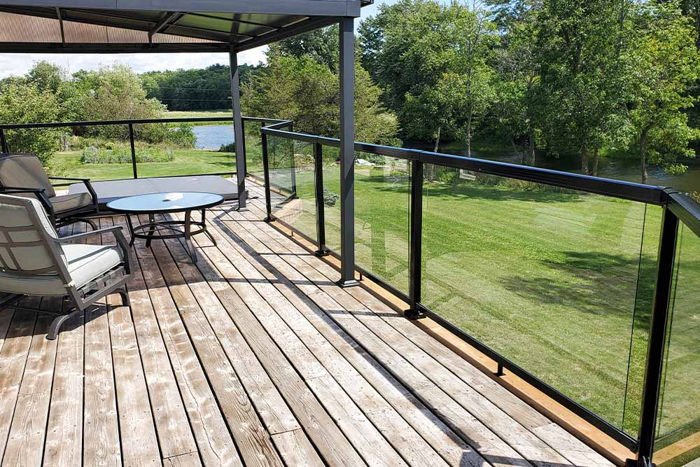 Deck Railing System with Glass Panels